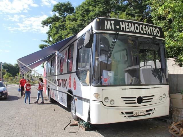 Hemocentro faz campanha e usa ônibus para coletar e abastecer estoque de sangue no Carnaval em MT