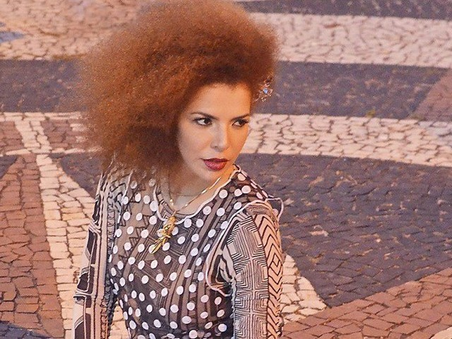 Vídeo: Vanessa da Mata divulga 'Ainda Bem' extraída de DVD Ao Vivo