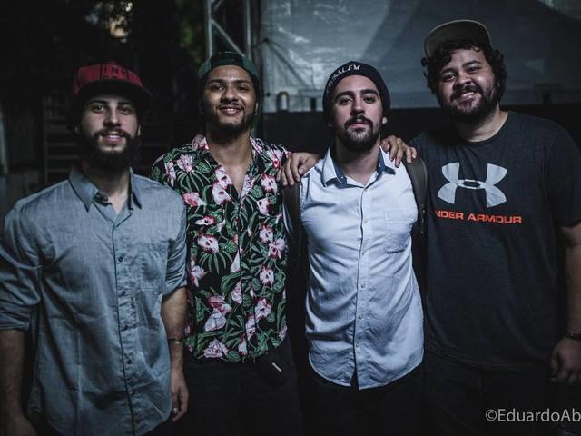 Dinho Ouro Preto grava com Zimbra e diz que banda é 'promessa da música brasileira'