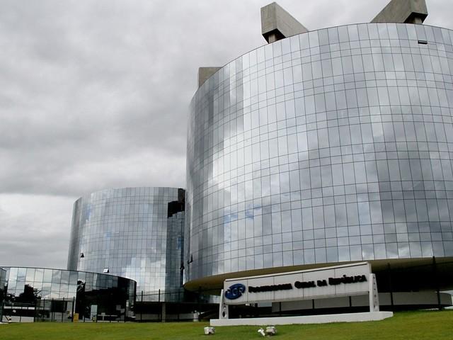Procuradores do MPF estudam ação contra indulto de Natal concedido por Bolsonaro
