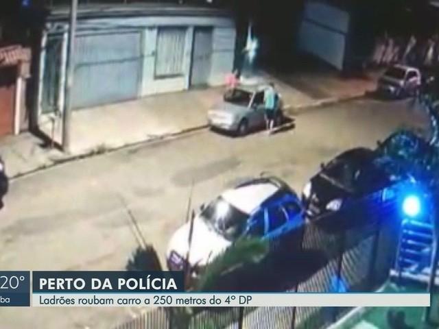 Dupla furta carro perto de delegacia na zona sul de Ribeirão Preto, SP; vídeo