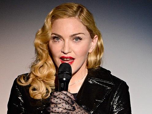 Madonna choca a todos ao radicalizar o visual e fica irreconhecível