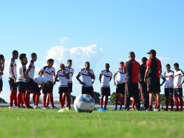 De olho nos líderes, Atlético-GO recebe o Vitória pela Série B