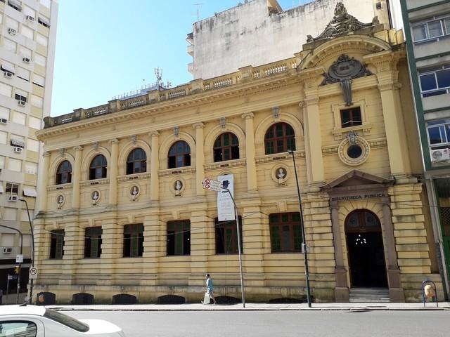 Três anos após voltar para prédio original, Biblioteca Pública do RS ainda precisa de reparos