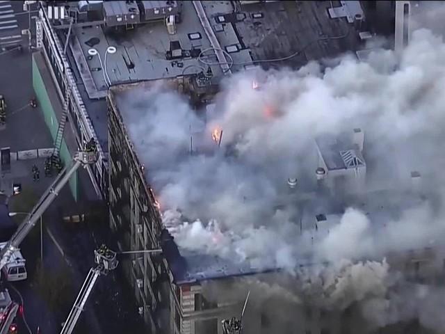 Incêndio atinge prédio em Manhattan, em Nova York