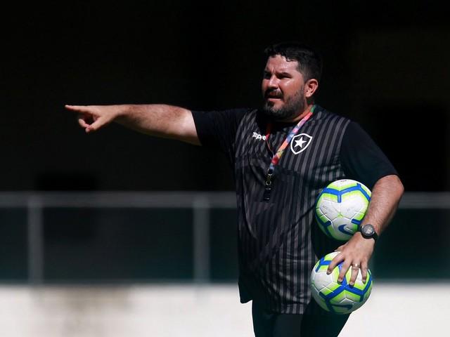 Barroca reintegra jovens ao elenco do Botafogo