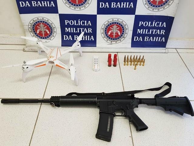 Trio é preso com fuzil e drone enquanto se preparava para atacar quadrilha rival no sul da BA; adolescente foi apreendido