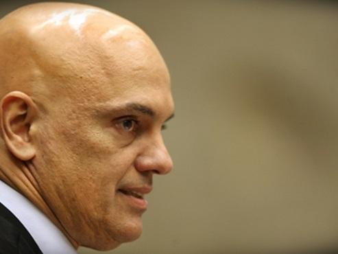 Alexandre de Moraes só não arquivou o processo de Lula