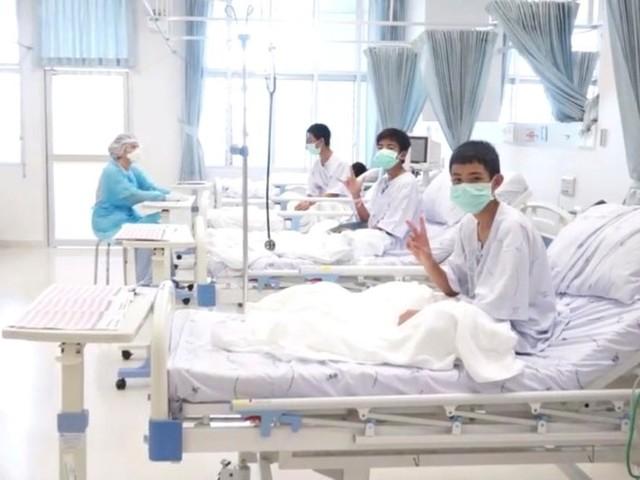 Meninos resgatados de caverna na Tailândia terão alta ainda nesta semana, diz ministro da Saúde