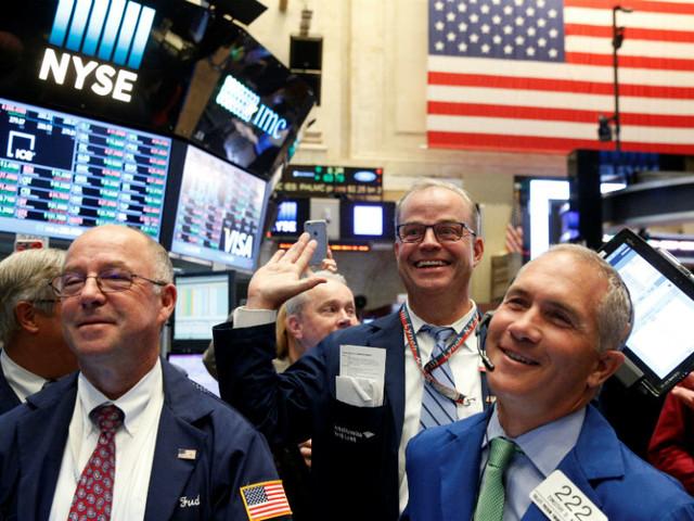 Wall Street fecha em máximos históricos em época de resultados