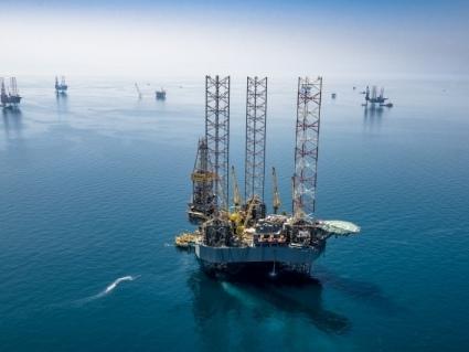 Petróleo fecha em baixa, com cautela por Covid-19, ceticismo por pacote e Opep