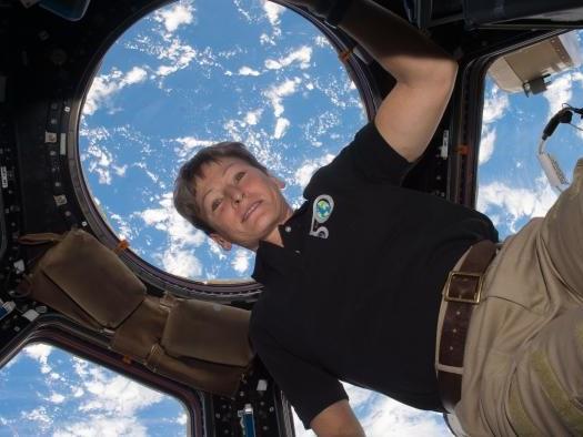 Astronauta da Nasa bate recorde de dias vividos no espaço e retorna em segurança