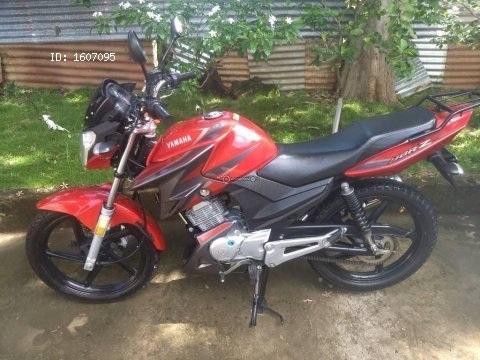 Vendo preciosa moto Yamaha ybrz prácticamente nueva con 3500 km