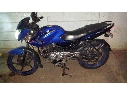 moto pulsar 135 azul año 2013 en buen estado todo en regla
