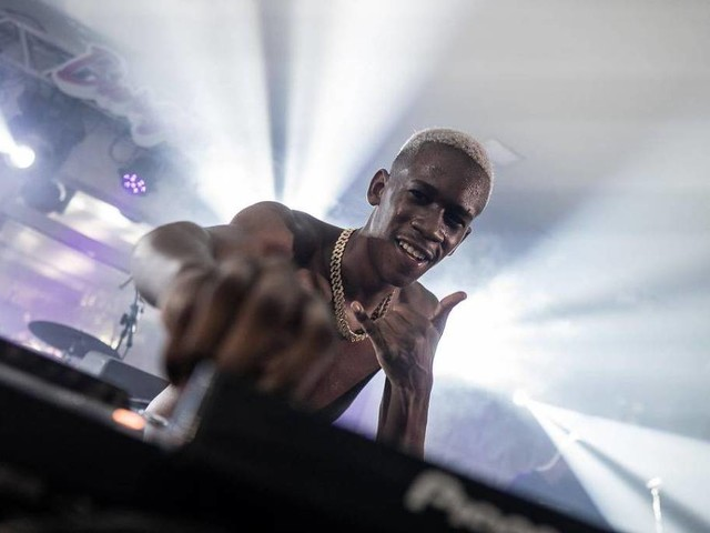 Amigo de Anitta, DJ Zullu diz que funk salva vidas e critica condenação de Rennan da Penha