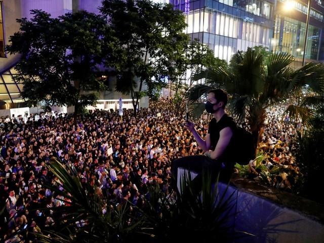Funcionários públicos protestam pela primeira vez em Hong Kong