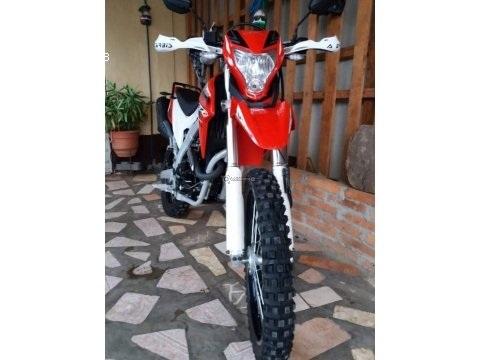 Vendo bonita moto Genesis SX2 250 cc