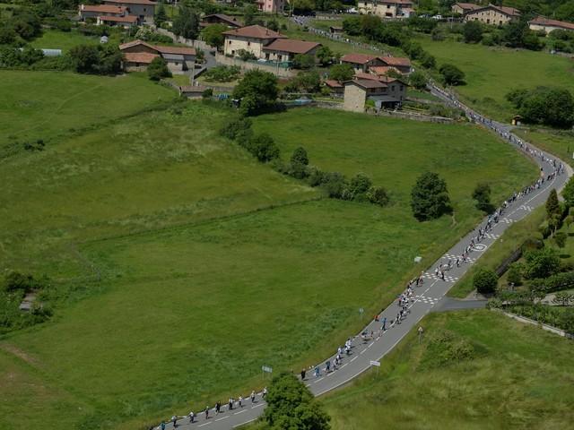 Bascos formam cordão humano de 200 quilômetros pela independência