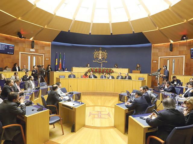 O ano parlamentar em números: 81 plenários, 120 iniciativas analisadas e 21 decretos legislativos aprovados