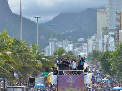 Após consultar PM | Rio: Prefeitura mantém blocos de Ipanema à tarde