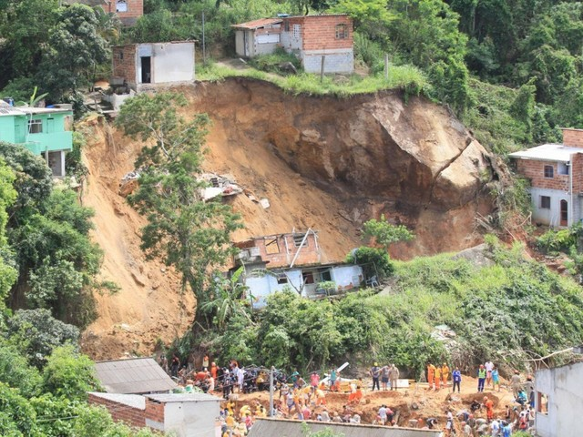 Public Works in Rio City are Performed Without Bidding and Contract