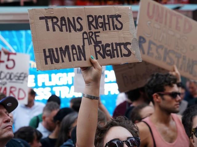 Juíza dos EUA libera alistamento de militares transgênero a partir de janeiro