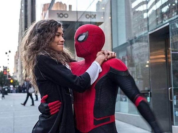 """Mesmo """"Longe de Casa"""", o Homem-Aranha só dá alegria"""