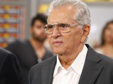 """Após anos no SBT, Carlos Alberto de Nóbrega anuncia crise caótica na TV e pega todos de surpresa: """"Estamos nas últimas"""""""