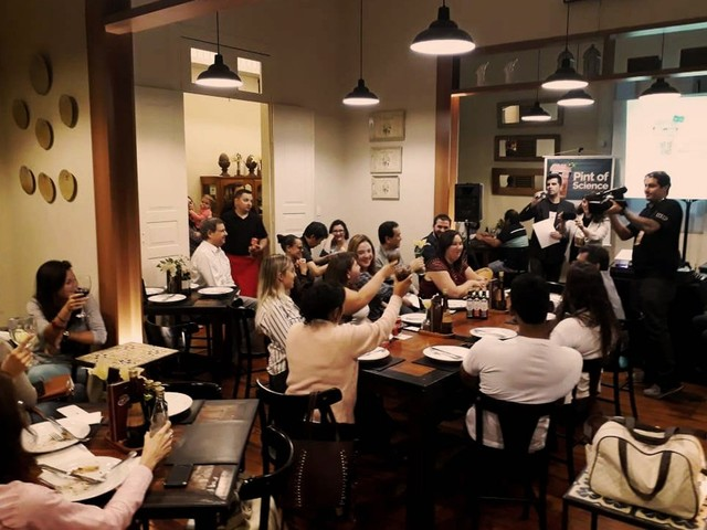 'Pint of Science' leva debate sobre ciência e tecnologia para mesas de bares em Piracicaba