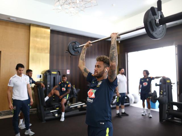 Seleção Brasileira abre o dia com trabalhos físicos em Sochi