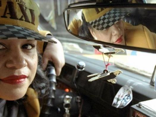 Quais são os apps de transporte que permitem escolher uma motorista mulher?