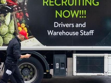 Bessere Löhne: Britische Busfahrer wechseln in Lkw-Branche