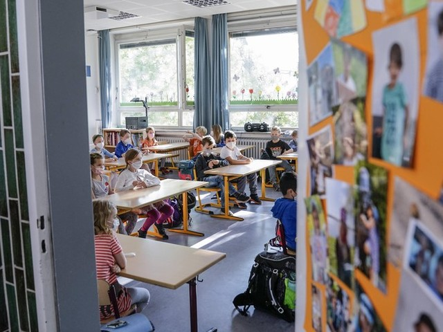 Corona-News: Infektiologe warnt vor leichtfertigem Umgang mit Corona an Schulen +++ RKI meldet 10.835 Neuinfektionen