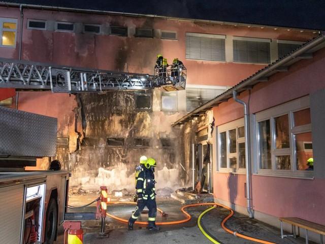 NÖ: Feuer richtete in Mittelschule massiven Schaden an