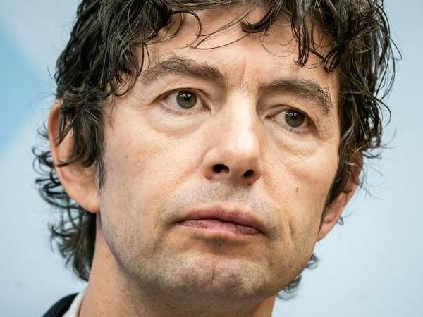 Auftrag erfüllt: Band ZSK widmet Christian Drosten einen Song