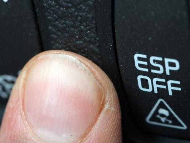 Alles unter Kontrolle: Bei Anfängerautos auf ESP achten und starke Motoren meiden