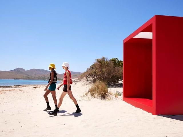Sehnsucht nach Meer: Prada lädt für SS22-Menswear zum Tagträumen ein