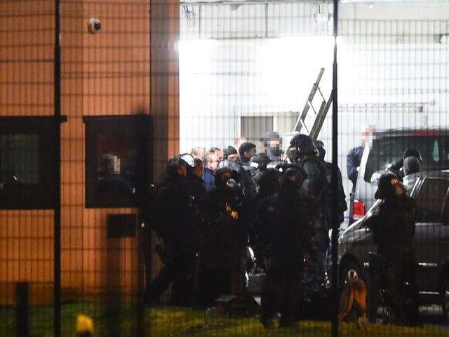 Polizei überwältigte nach Messerattacke im Gefängnis Häftling