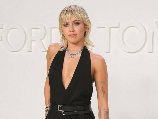 New York Fashion Week: Miley Cyrus' Auftritt endet ungewollt freizügig
