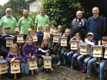 Mit dem Naturschutzbund Nistkästen gebaut