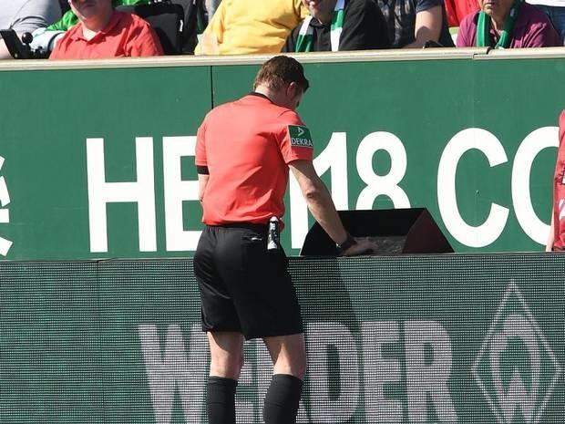 Weltklasse-Schiedsrichter: Brych: Videobeweis auf Kosten des Fingerspitzengefühls