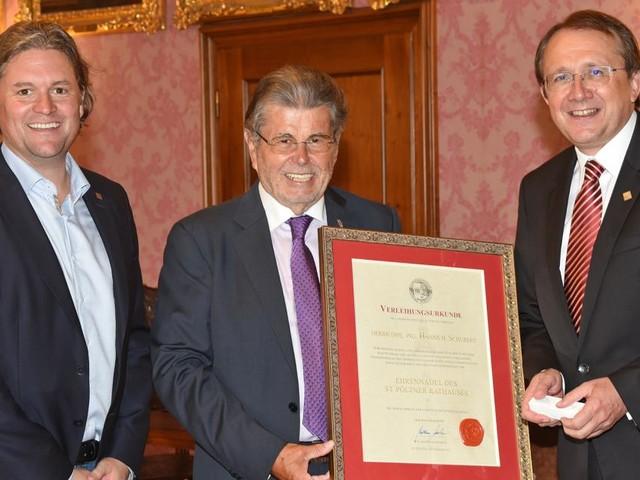 Hanns Schubert freut sich über Ehrenzeichen der Stadt St. Pölten