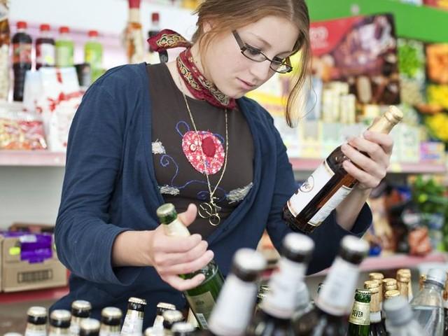 Jugendliche kommen in Frankfurt immer noch leicht an Alkohol
