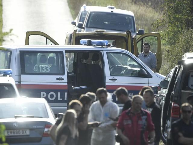 Tragödie im Burgenland: Zwei Flüchtlinge tot im Kastenwagen