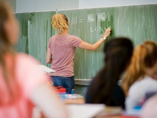 Analyse zur digitalen Misere an den Schulen - Staat setzt Zukunft unserer Kinder aufs Spiel - jetzt hat die Politik 8 Hausaufgaben