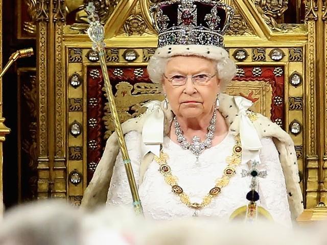 """""""So, jetzt reicht's!"""": Queen führt nach Wahlchaos wieder absolute Monarchie ein"""
