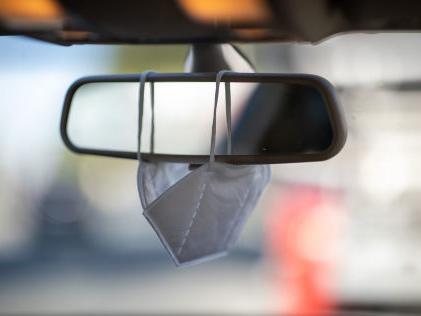 Maskenpflicht im Auto: Bußgelder drohen Die Mitnahme von Schutzmasken im Auto wird bald Pflicht