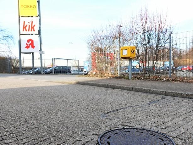Tödlicher Unfall: Gas und Bremse verwechselt: Seniorin (90) stirbt nach Unfall
