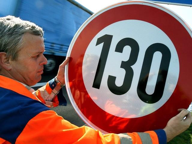 Nur noch 130 auf der Autobahn?: SPD-Vize Stegner zieht Tempolimit in Erwägung