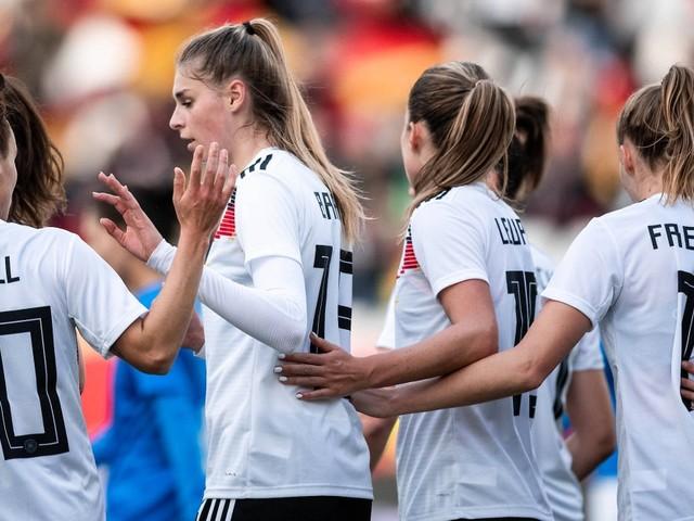 WM-Qualifikation: Deutsche Fußball-Frauen spielen Israel schwindelig